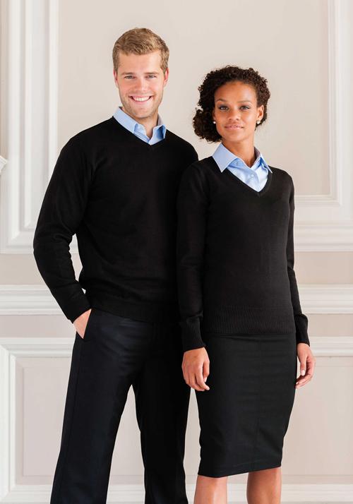 Mens' v-neck pullover