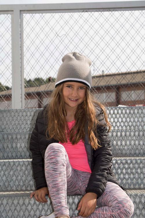 Bonnet enfant avec bande bicolore contrastÉe