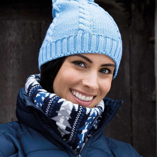 Cable knit pom pom beanie  bonnet à pompon